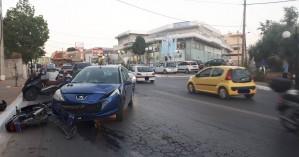 Τροχαίο στους Αγίους Αποστόλους- Αυτοκίνητο συγκρούστηκε με δίκυκλο (φωτο)