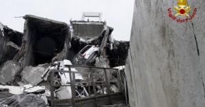 Βρέθηκαν κι άλλες σοροί στα συντρίμμια της γέφυρας στη Γένοβα