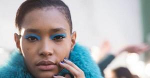 Το μπλε πρωταγωνιστής στο μακιγιάζ των ματιών