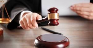 Η γυναίκα που αρνήθηκε να δώσει το χέρι της και κέρδισε αποζημίωση 4.350$