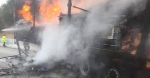 Συναγερμός για φωτιά σε φορτηγό εταιρείας στο Ηράκλειο