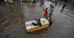 Πάνω από ένα εκατ. οι εκτοπισμένοι από τις πλημμύρες στην Ινδία