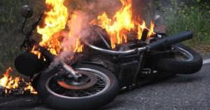Πυρκαγιά σε μοτοσικλέτα που ήταν σε κίνηση