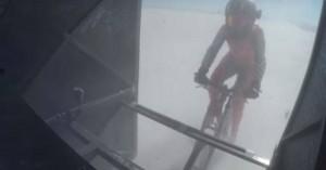 Γυναίκα ποδηλάτρια έτρεχε με ταχύτητα 296 χλμ/ωρα
