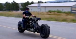 Η αντισυμβατική μοτοσυκλέτα με κινητήρα από μπετονιέρα