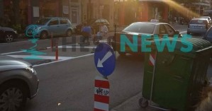 Θεσσαλονίκη: Έβαλαν καρέκλες στη μέση του δρόμου για να πιουν καφέ