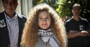 Αθήνα: Βραβεύτηκε η 17χρονη Παλαιστίνια που χαστούκισε Ισραηλινό στρατιώτη