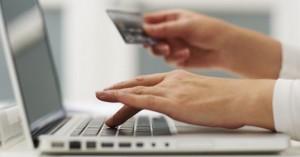 Το 65% των Ελλήνων αγοράζει online με κίνητρο το χαμηλότερο κόστος