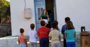 Αυτή είναι η «δασκάλα με τα χρυσά μαλλιά» της Tελένδου