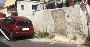 Αμάξι έπεσε σε τοίχο στα Χανιά (φωτο)