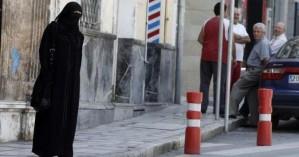 «Η απαγόρευση του νικάμπ στη Γαλλία παραβιάζει τα ανθρώπινα δικαιώματα»