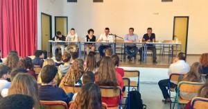 Τους μαθητές του 8ου Γυμνασίου & του 7ου Λυκείου επισκέφθηκε ο Αρναουτάκης