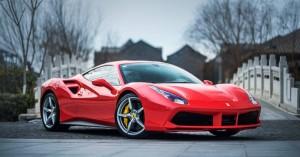 Είπαν σε πατέρα να μην πηγαίνει το γιο του στο σχολείο με τη Ferrari