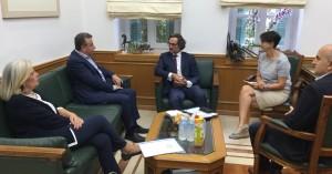 Γερμανικές αποζημιώσεις και τουρισμός στη συνάντηση Αρναουτάκη -Πλόντερ