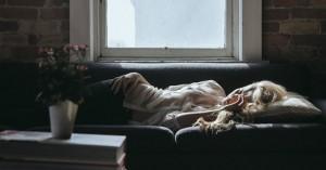 Κοιμάσαι από την αριστερή πλευρά; Μάθε πώς επηρεάζει το σώμα
