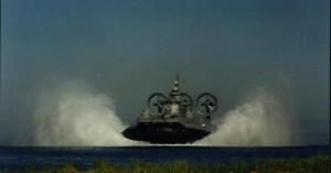 Τα πλοία του Πολεμικού Ναυτικού που πετάνε πάνω από τη θάλασσα
