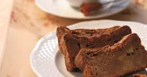 Σοκολατένιο κέικ με καραμελωμένα μήλα