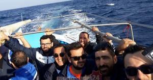 Οι ποδοσφαιριστές πήραν βάρκα για να πάνε στον αγώνα (φωτο)
