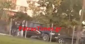 Άγριο ξύλο μετά από τροχαίο στην Πάτρα (βίντεο)