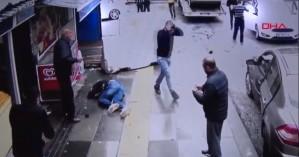 Σοκαριστικό: Βγήκε από το όχημα μετά το τροχαίο και τον χτύπησε αυτοκίνητο