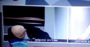 Η στιγμή που τούρκος παρουσιαστής παθαίνει καρδιακή προσβολή on air