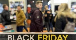 Οι αγορές της Black Friday που κρύβουν άντρες και γυναίκες μεταξύ τους