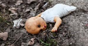 Γέννησε το μωρό του βιαστή πατριού της και τώρα απειλείται με φυλάκιση