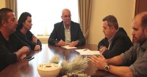 Το νέο ΔΣ του Εμπορικού Συλλόγου συναντήθηκε με τον Δήμαρχο Χανίων