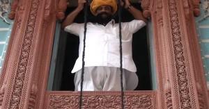 Ο άντρας με το μουστάκι των… 6,5 μέτρων