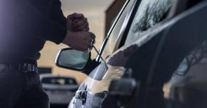 Της επέστρεψε το αυτοκίνητο που της έκλεψε μαζί με ένα σημείωμα