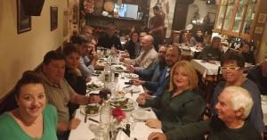 Η Νάνσυ Αγγελάκη και το τραπέζι με τους δημοσιογράφους στα Χανιά