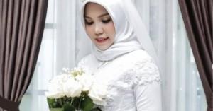 Σύντροφος θύματος της Lion Air που φωτογραφήθηκε μόνη με το νυφικό της