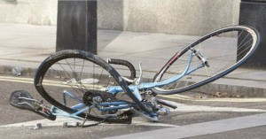 Τραυματίστηκε 18χρονη ποδηλάτισσα - Μοτό ανέβηκε σε πεζοδρόμιο στο Ρέθυμνο