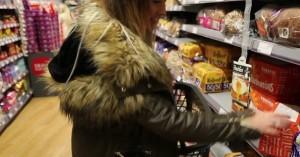 Η 32χρονη μητέρα που λέει πως είναι η πιο μοναχική γυναίκα της Βρετανίας