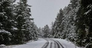 Επέλαση του χιονιά σε πολλές περιοχές της χώρας – Πού χρειάζονται αλυσίδες