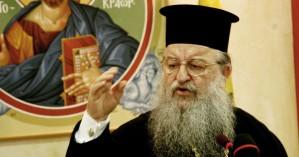 Aναρχικοί πέταξαν τρικάκια στον Μητροπολίτη Θεσσαλονίκης Άνθιμο