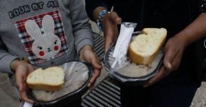DW: Η κρίση αφήνει τους Ελληνες να πεινάνε και τα παιδιά υποσιτισμένα