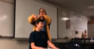 Νόμος 4000 στις ΗΠΑ: Καθηγήτρια κούρεψε με το ζόρι μαθητή της (βιντεο)