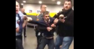 Φρουροί πετούν έξω από τη δημόσια τηλεόραση Ούγγρο βουλευτή