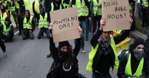 Απαγορεύουν πωλήσεις κίτρινων γιλέκων υπό τον φόβο «μετάδοσης» εξέγερσης