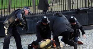 Συναγερμός στο Λονδίνο, αποκλείστηκε το Κοινοβούλιο