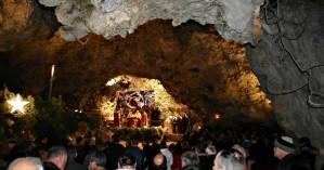 Χριστουγεννιάτικη Νυκτερινή Θ. Λειτουργία στο σπήλαιο της Μαραθοκεφάλας