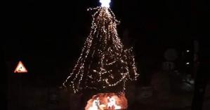 Φωταγώγησαν πανύψηλο χριστουγεννιάτικο δέντρο στις Στέρνες!