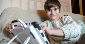 Δεκάχρονος ζει με το ένα του νεφρό να βρίσκεται στο πόδι του