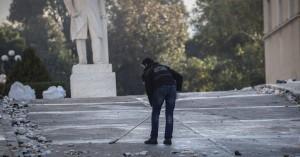 Τα σπασμένα στη Βουλή γέμισαν… 86 σάκους
