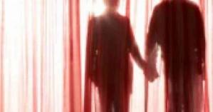 Μην κοιτάξεις πίσω απ' την κουρτίνα» - Μυστηριώδης αυτοκτονία ζευγαριού