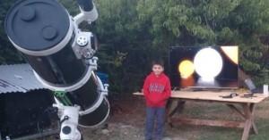 Ένα παιδί μετράει τ' άστρα... για μία στολή αστροναύτη