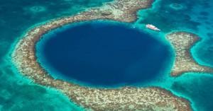 Βούτηξαν στη μυστηριώδη θαλάσσια τρύπα του Μπελίζ και να τι βρήκαν