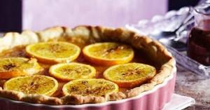 Τάρτα με μαρμελάδα πορτοκάλι και σάλτσα σοκολάτας