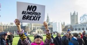 EE και Βρετανία επεξεργάζονται σχέδιο για ενδεχόμενο τραπεζικό χάος ενόψει Brexit